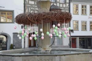Sonnige Ostertage und fröhliches Eier suchen