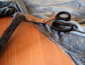Innennaht der Jeans abschneiden