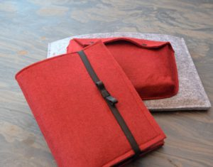 Notizbuch und Surface TAsche