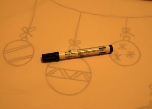 auf-den-stoff-annahnd-der-vorlage-mit-stoffmalstift