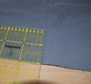 10 cm vom Rand abmessen für Knopfloch