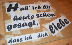 Text auf der Pappe